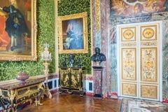 VERSAILLES FRANKRIKE - JULI 02, 2016: Salongen av överflöd är på det första golvet av chateauen de Versailles Fotografering för Bildbyråer