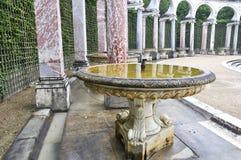 VERSAILLES FRANKRIKE Juni, 2013 slotten av Versailles är en kunglig chateau i Versailles, Frankrike Lista Paris för UNESCOvärldsa Fotografering för Bildbyråer