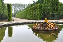 VERSAILLES FRANKRIKE Juni, 2013 slotten av Versailles är en kunglig chateau i Versailles, Frankrike Lista Paris för UNESCOvärldsa Royaltyfria Bilder