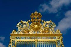 Versailles Frankrike - Maj 19, 2016: Ingång för guld- port av Versa Royaltyfri Foto