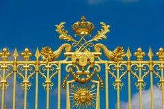 Versailles Frankrike - Maj 19, 2016: Ingång för guld- port av Versa Royaltyfri Bild