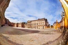 Versailles pałac podwórze przy słonecznym dniem w Francja fotografia royalty free