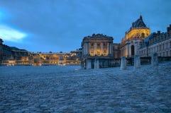 Versailles slott på natten Fotografering för Bildbyråer