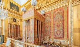 VERSALLES, FRANCIA - 2 DE JULIO DE 2016: Bedroom de rey, creado adentro fotos de archivo