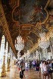 Versalles Pasillo para los turistas imagenes de archivo