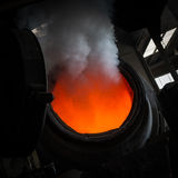 Versamento d'acciaio caldo in acciaieria Immagine Stock