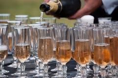 Versamento del champagne Fotografia Stock