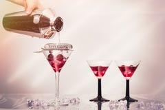 Versamento del cocktail Immagine Stock Libera da Diritti