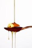 Versamento del miele Immagine Stock