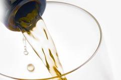 Versamento del vino Immagine Stock