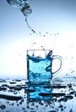 Versamento dell'acqua Immagini Stock