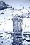 Versamento dell'acqua Fotografia Stock