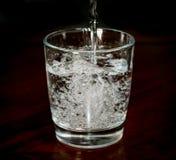 Versamento della bevanda Fotografie Stock Libere da Diritti