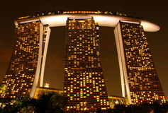 Versandet Hotel nachts in Singapur Lizenzfreie Stockfotografie