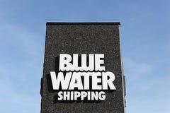 Versandlogo des blauen Wassers auf einer Platte Lizenzfreie Stockbilder