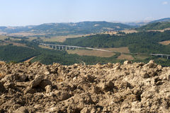 Verschönern Sie in Basilicata (Italien) am Sommer landschaftlich Stockbild