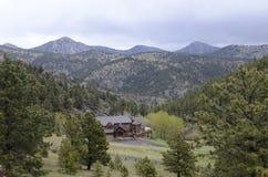 Verschönern Sie mit blauem Himmel und Bäumen in Kolorado landschaftlich Lizenzfreie Stockfotos
