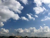 verschönern Sie sehr Himmel Stockfoto