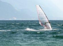 Verschönert Serie - garda See - Brandung landschaftlich lizenzfreie stockfotografie