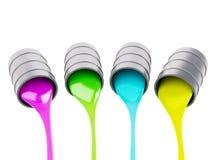 Verschüttete Farben-Dosen auf weißem Hintergrund Stockfotos