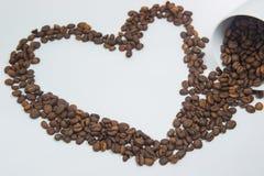 Verschüttete Kaffeebohnen Stockfotos