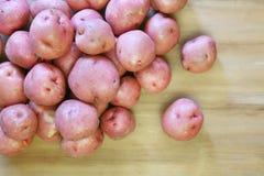 Verschüttete Kartoffeln Stockbild
