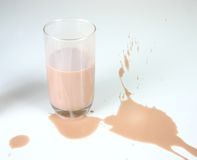Verschüttete Milch Stockfoto