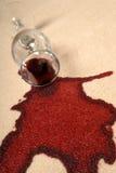 Verschütteter Wein auf Teppich. Lizenzfreie Stockfotos