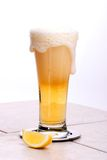Verschüttetes Bier Stockfotografie