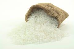 Verschüttetes Felsen-Salz. Lizenzfreies Stockfoto