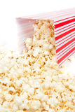 Verschüttetes Popcorn lizenzfreie stockfotos