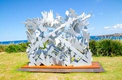 ` Verschachteln ` ist eine bildhauerische Grafik durch Albert Paley an der Skulptur durch die Seejährlichen veranstaltungen, die  lizenzfreies stockfoto