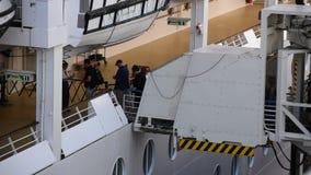 Verschalen eines Kreuzschiffs stock footage