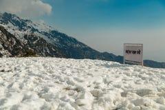 Verschalen Sie in Hindi, das sagt, dass ` dieses Bereich saubere ` auf dem Weg der Wanderung halten Lizenzfreies Stockbild