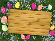 Verschalen Sie mit bunten Eiern Ostern auf der Wiese Lizenzfreie Stockfotos