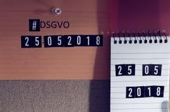 Verschalen Sie mit der allgemeine Daten-Schutz-Regelung Aufschrift Hashtag DSGVO in der englischen allgemeine Daten-Schutz-Regelu Lizenzfreie Stockfotos