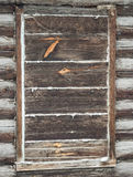 Verschaltes-oben Fenster in einem alten Blockhaus Lizenzfreies Stockbild