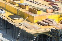 Verschalung für Grundlagen mit Beton lizenzfreie stockfotos
