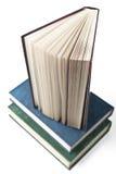Verscheidene boeken, witte achtergrond Stock Foto's