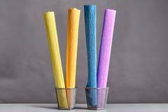 Verscheidene broodjes van gekleurd golfdocument Royalty-vrije Stock Foto's