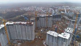 Verscheidene flatgebouwen in aanbouw stock video