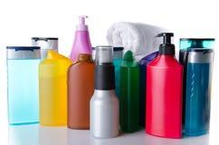 Verscheidene flessen van douche gelatineren en shampoo Stock Foto's