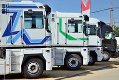 Verscheidene geparkeerde vrachtwagens Royalty-vrije Stock Foto's