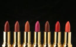 Verscheidene lippenstiften voor maken omhoog Stock Foto's