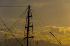 Verscheidene masten van de boten in de marine van Antalya stock foto