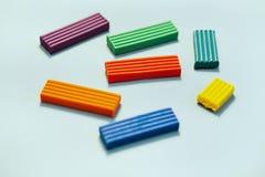 Verscheidene stokken van gekleurde plasticine Royalty-vrije Stock Foto's
