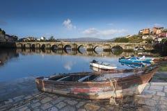 Verscheidene vissersboten verankerden in de Verdugo-Rivier Stock Afbeelding