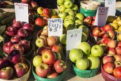 Verscheidenheid van Appelen voor Verkoop 1 Stock Foto's
