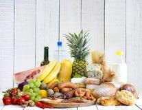 Verscheidenheid van de vruchten van kruidenierswinkelproducten de kaas van het groentenvlees Stock Afbeeldingen