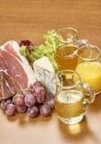 Verscheidenheid van groenteningrediënten voor het koken van op houten rustieke achtergrond het hoogste van de de auberginepeper v Stock Afbeeldingen